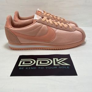 NEW Nike Classic Cortez Womens Coral Shoes Sz 8.5